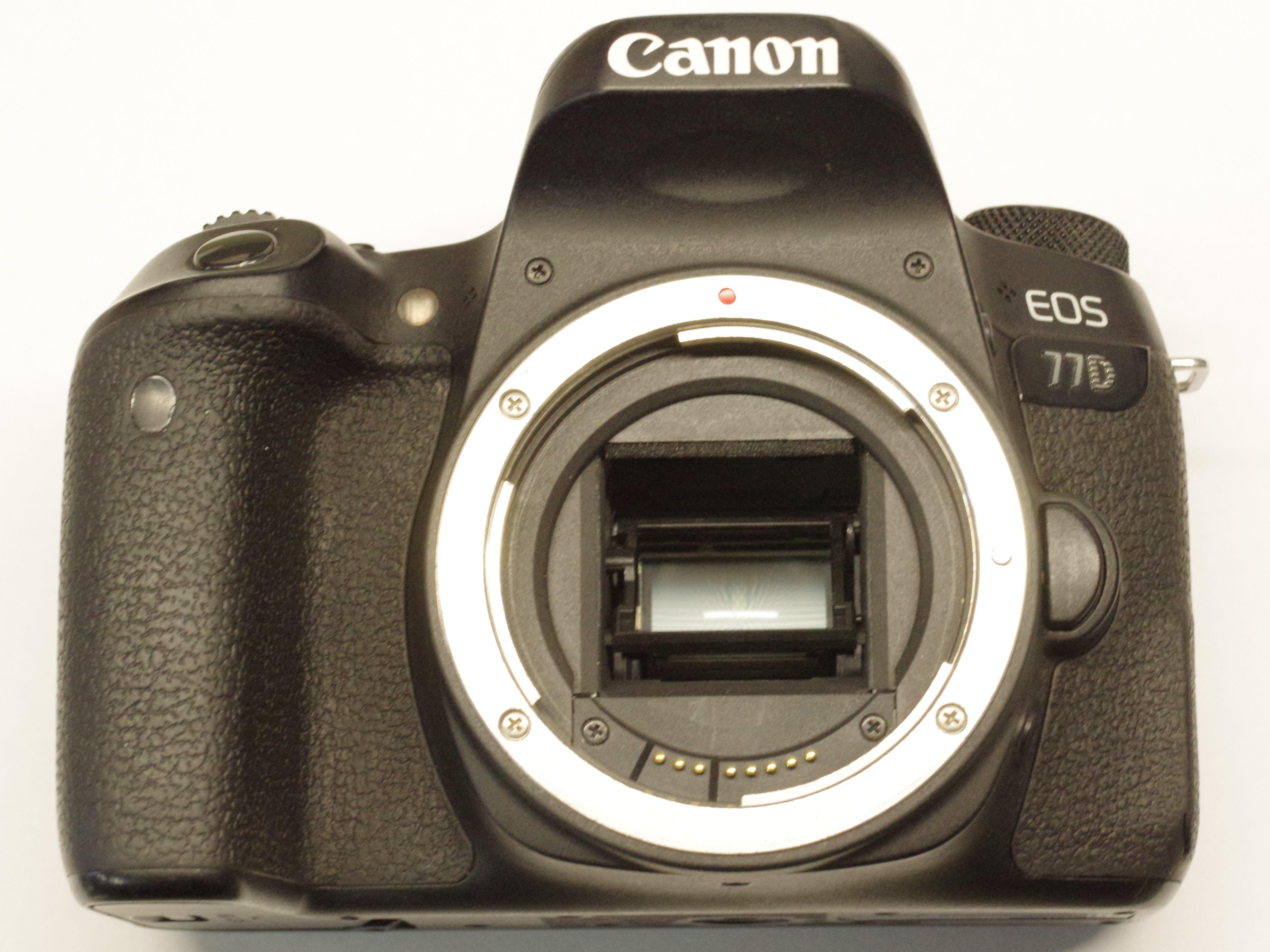 CANON EOS 77D + EF-S 18-55MM IS II